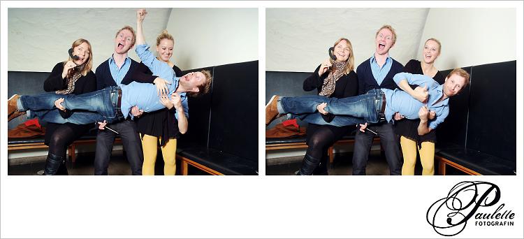 Partygäste haben Spass mit denPhotobooth  Accessoires und tragen einen Freund für ein lustiges Foto im Photobooth zur 30. Geburtstagsfeier Party im Museumskeller Fulda.