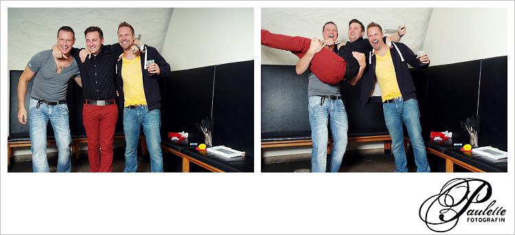 das Geburtstagskind wird von einem Party Gast hochgehoben und auf den Arm genommen, Spass im Photobooth zur 30. Geburtstagsfeier Party im Museumskeller Fulda.