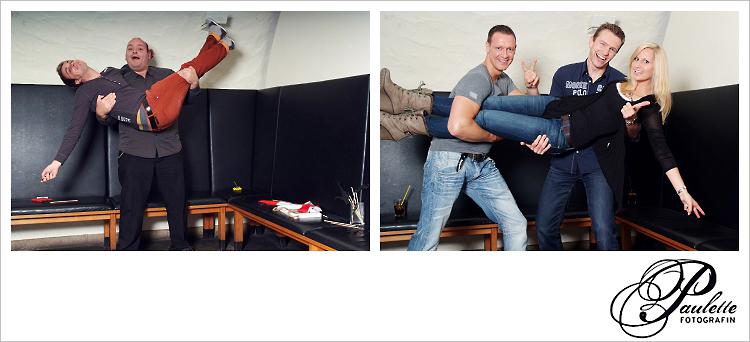 Die Party Gäste nehmen sich auf den Arm und haben Spass im Photobooth zur 30. Geburtstagsfeier Party im Museumskeller Fulda.