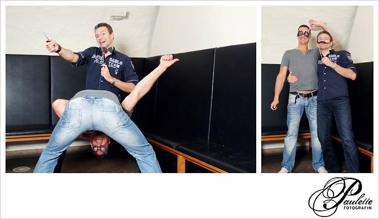 Die Jungs haben Spass im Photobooth zur 30. Geburtstagsfeier Party im Museumskeller Fulda.