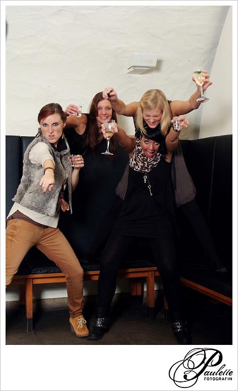 Girlpower alte Freundinnen haben Spass im Photobooth zur 30. Geburtstagsfeier Party im Museumskeller Fulda.