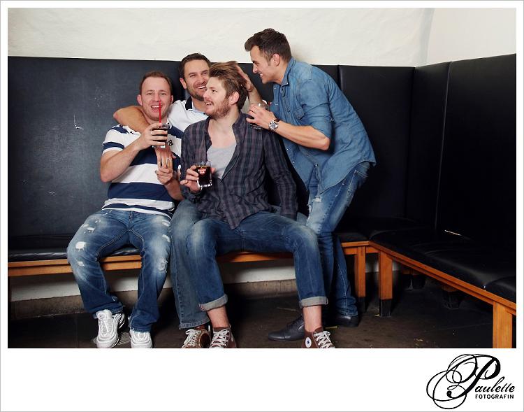Alte Freunde haben Spass  im Photobooth zur 30. Geburtstagsfeier Party im Museumskeller Fulda.