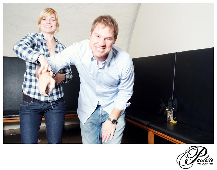Die Gäste haben Spass mit dem Selsbtauslöser  im Photobooth zur 30. Geburtstagsfeier Party im Museumskeller Fulda.