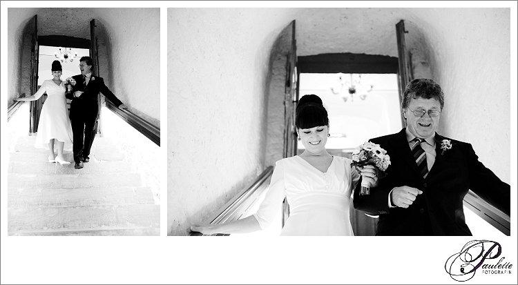 Vater führt seine Tochter als Braut zum Altar bei der standesamtlichen Trauung im Schloss Geisa.