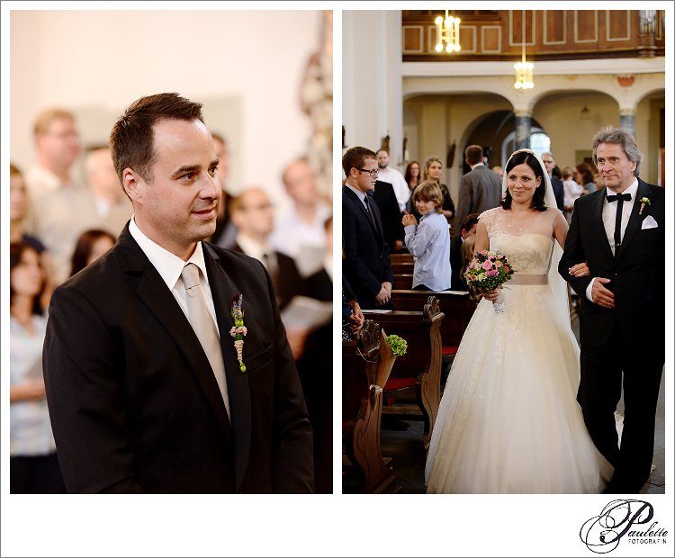 First Look - Bräutigam sieht seine Braut zum ersten mal inder Kirche am Frauenberg in Fulda als sie von dem Brautvater reingeführt wird zum Altar.