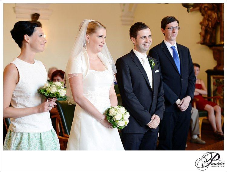 Braut, Bräutigam und Trauzeugen bei der standesamtlichen Trauung in der Schlosskapelle in Fulda.