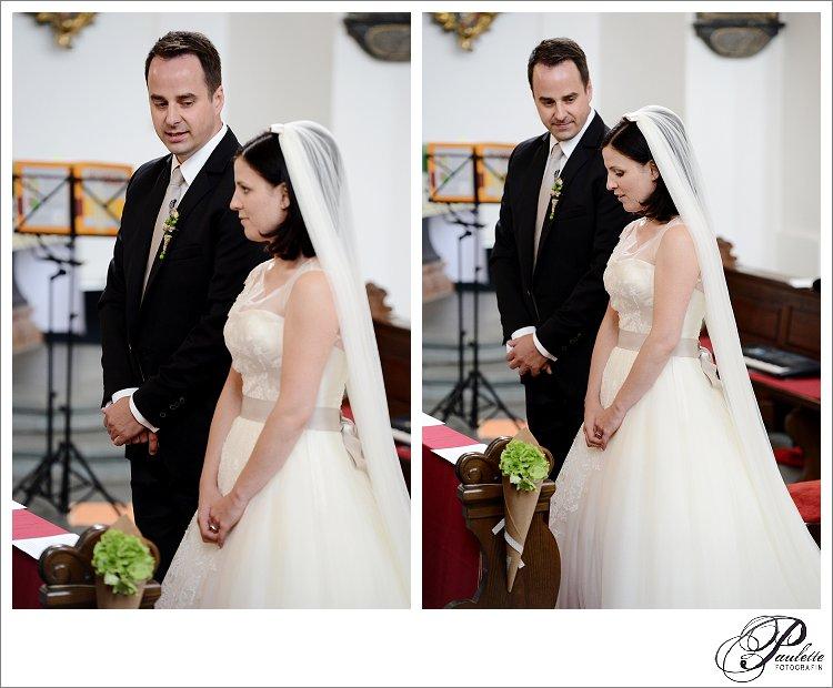 Braut mit langem Schleier gibt das Ja-Wort an ihren Bräutigam am Frauenberg in Fulda während der kirchlichen Trauung.