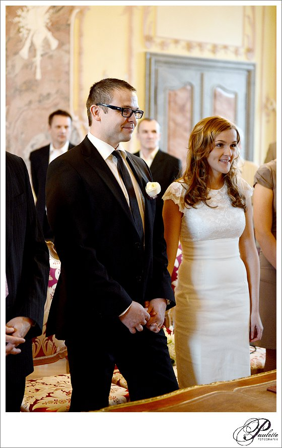 Brautpaar gibt sich das Ja-Wort bei der standesamtlichen Trauung im Rokokosaal im Stadtschloss Fulda.