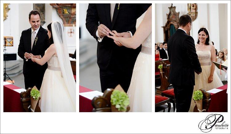 Braut und Bräutigam tauschen Ringe bei der kirchlichen Hochzeit im Frauernberg Fulda.
