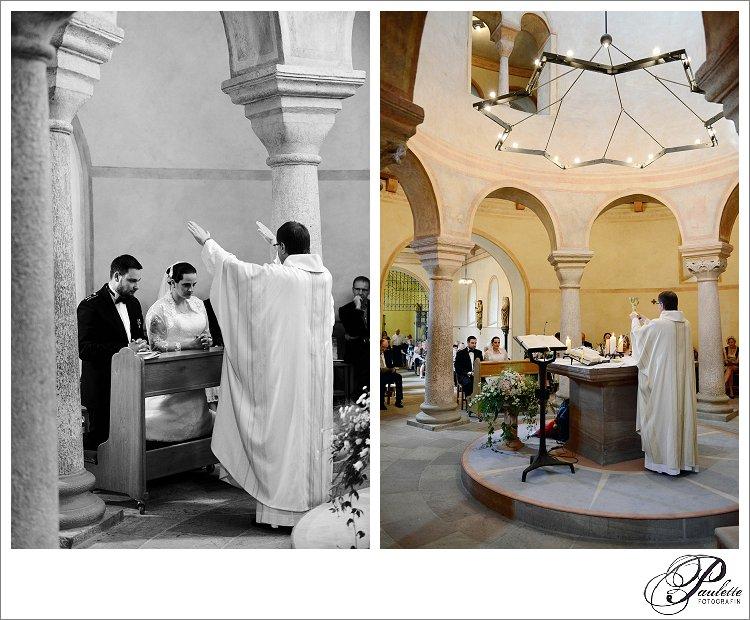 Der Pfarrer segnet das Brautpaar udn bereitet das Abendmahl vor bei der kirchlichen Trauung in der Michaelskirche in Fulda.