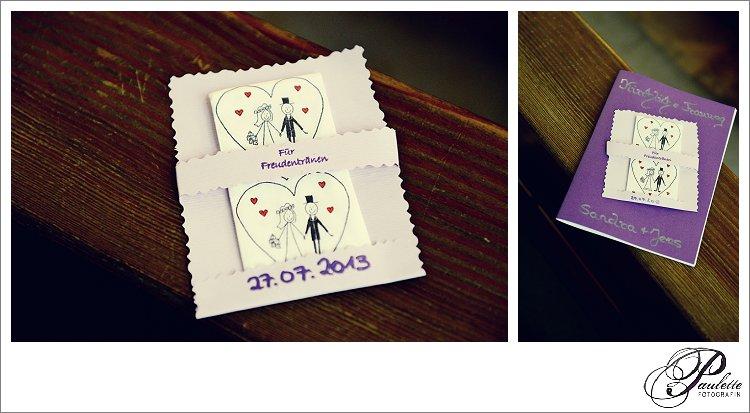 Süsse Taschentücher mit Brautpaar bei der kirchlichen Hochzeit bereit gelegt für die Freudentränen der Hochzeitsgäste.